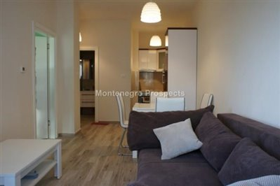 One-bedroom-apartment-in-a-complex-on-the-first-line-of-the-sea-Dobra-Voda-10043-9-670x446