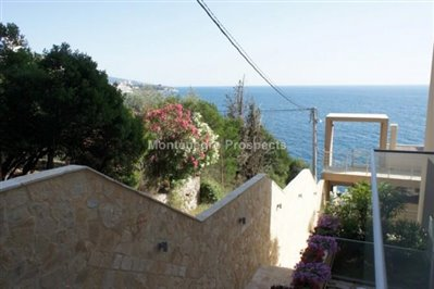 One-bedroom-apartment-in-a-complex-on-the-first-line-of-the-sea-Dobra-Voda-10043-10-670x446