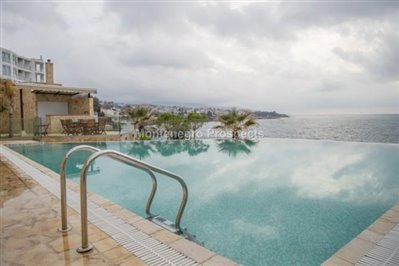 One-bedroom-apartment-in-a-complex-on-the-first-line-of-the-sea-Dobra-Voda-10043-12-670x446