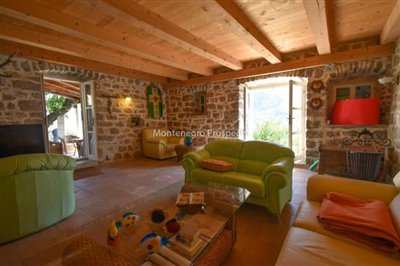 stunning-villa-in-Prcanj-for-sale-7