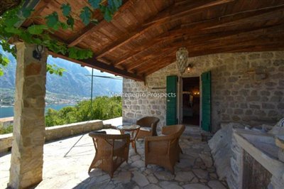 stunning-villa-in-Prcanj-for-sale-30