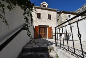 Image No.0-Maison de ville de 2 chambres à vendre à Kotor