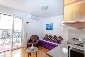 Sveti Stefan, Apartment