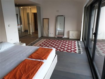 luxury-villa-on-the-waterfront-13045--29-