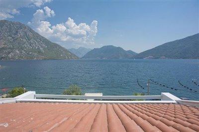 luxury-villa-on-the-waterfront-13045--30-