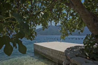 luxury-villa-on-the-waterfront-13045--34-