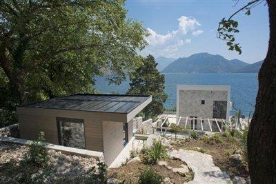 luxury-villa-on-the-waterfront-13045--38-