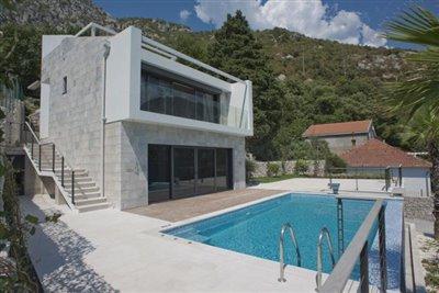luxury-villa-on-the-waterfront-13045--41-