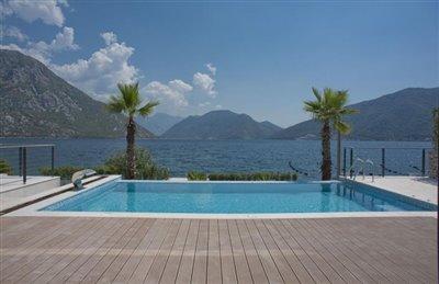 luxury-villa-on-the-waterfront-13045--42-