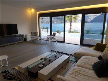luxury-villa-on-the-waterfront-13045--45-