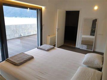 luxury-villa-on-the-waterfront-13045--47-