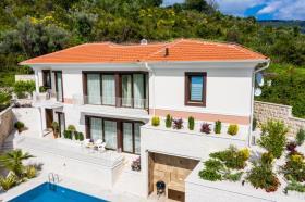 Tivat, Villa