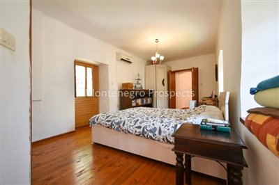 Frontline-apartment-in-Prcanj-for-sale---1-of-1--17