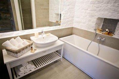beautiful-hotel-for-sale-in-Kamenari--5-