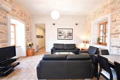 two-bedroom-apartment-in-the-Old-town-of-Kotor-13107--3-_938x625