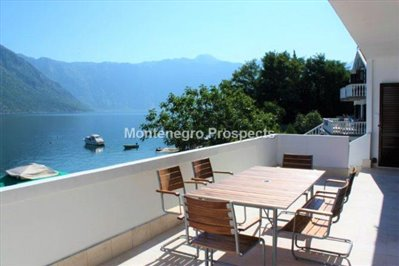 Excellent-three-bedroom-apartment-located-on-the-first-line-to-the--sea-Stoliv-11033--2-