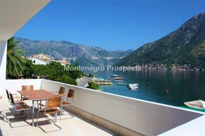 Excellent-three-bedroom-apartment-located-on-the-first-line-to-the--sea-Stoliv-11033--1-