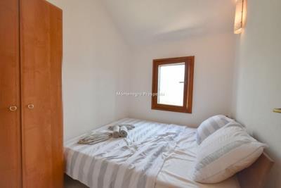 Kakrc-waterfront-semidetached-house-13082--10-