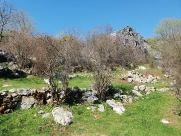 Large-plot-with-a-house-and-two-ruins-for-sale--Skadar-Lake--13171--21-_1600x1200