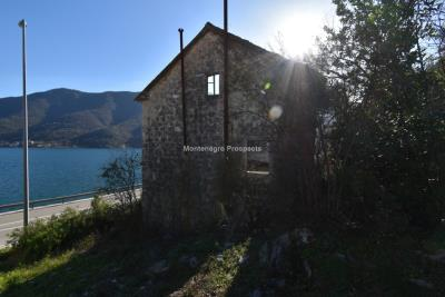 Spacious-old-stone-house-with-large-plot-just-few-steps-from-the-sea--Lipci--13165--3-