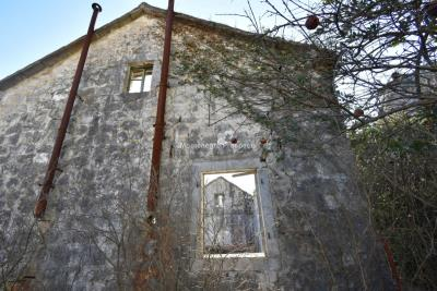 Spacious-old-stone-house-with-large-plot-just-few-steps-from-the-sea--Lipci--13165--7-