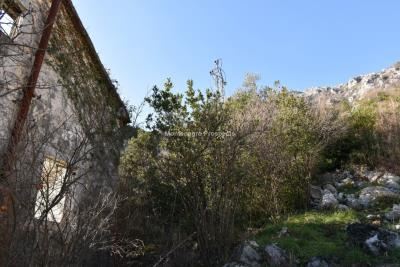 Spacious-old-stone-house-with-large-plot-just-few-steps-from-the-sea--Lipci--13165--10-