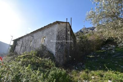 Spacious-old-stone-house-with-large-plot-just-few-steps-from-the-sea--Lipci--13165--11-