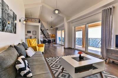 Spacious-apartment-with-great-views-for-sale-12