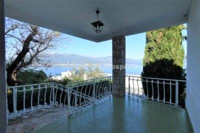 Beautiful-cosy-villa-in-Krasici--only-few-steps-from-the-sea--11060--2-