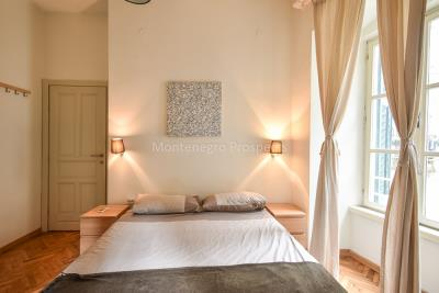 Two-bedroom-apartment-for-sale-in-the-Old-town-of-Kotor--8-