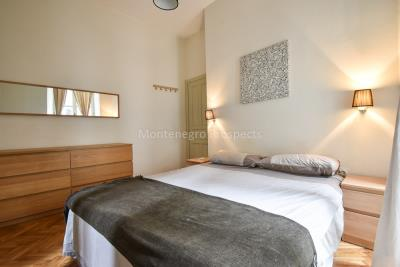Two-bedroom-apartment-for-sale-in-the-Old-town-of-Kotor--11-