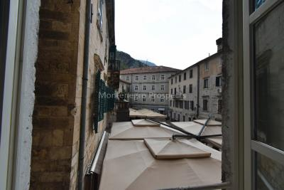 Two-bedroom-apartment-for-sale-in-the-Old-town-of-Kotor--18-