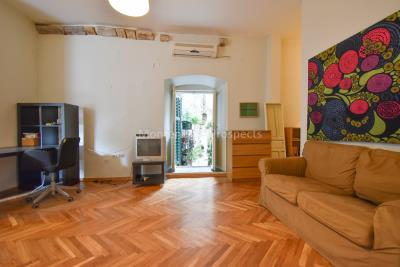 Two-bedroom-apartment-for-sale-in-the-Old-town-of-Kotor--17-
