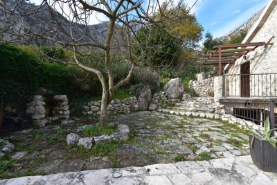 Beautiful-semi-detached-stone-house-with-sea-views--Kotor-Bay--13207--27-_1280x853