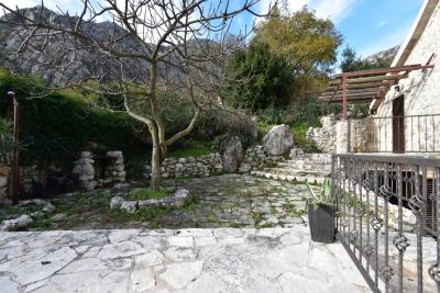 Beautiful-semi-detached-stone-house-with-sea-views--Kotor-Bay--13207--28-_1280x853