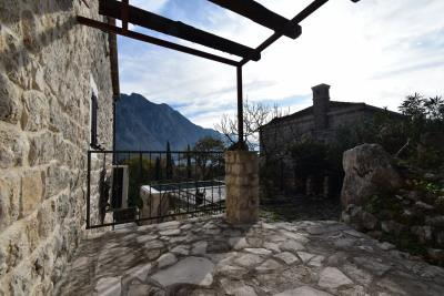 Beautiful-semi-detached-stone-house-with-sea-views--Kotor-Bay--13207--29-_1280x853