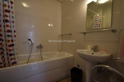 Two-bedroom-apartment-with-stunning-sea-views--Kotor--13204--18-