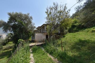 Two-level-house-in-need-of-renovation-for-sale-with-sea-views-in-Kotor-Bay--7975--3-