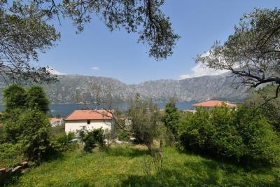 Two-level-house-in-need-of-renovation-for-sale-with-sea-views-in-Kotor-Bay--7975--5-