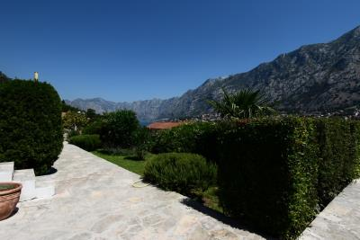 Spacious-one-bedroom-apartment-with-sea-views-Kotor--13190--30-