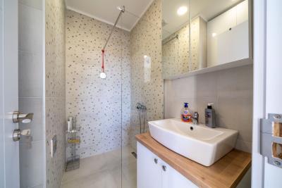 Three-bedroom-penthouse-with-sea-views-in-Donja-Lastva--Tivat-13212--49-