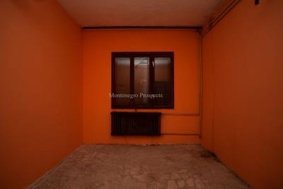Prodaja-kuce-u-Danilogradu-uz-magistralu--33--ink