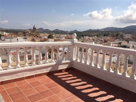 Image No.2-6 Bed Property for sale