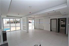 Image No.2-Villa / Détaché de 4 chambres à vendre à Kapparis