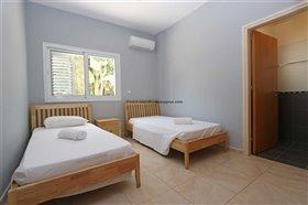 Image No.11-Propriété de 4 chambres à vendre à Deryneia