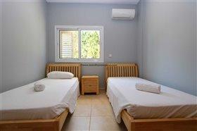 Image No.13-Propriété de 4 chambres à vendre à Deryneia
