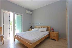 Image No.16-Propriété de 4 chambres à vendre à Deryneia
