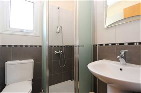 Image No.18-4 Bed Property for sale