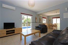 Image No.1-Propriété de 4 chambres à vendre à Deryneia