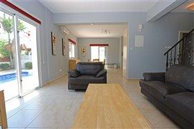 Image No.7-Propriété de 4 chambres à vendre à Deryneia